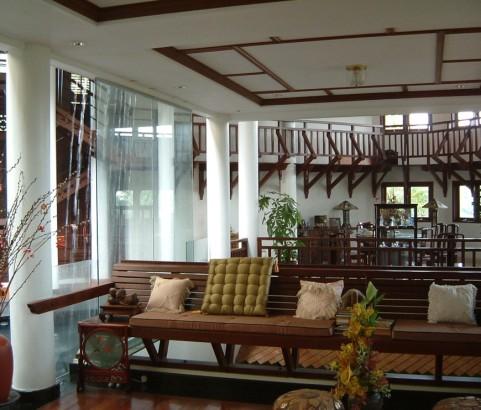 Lak Villa